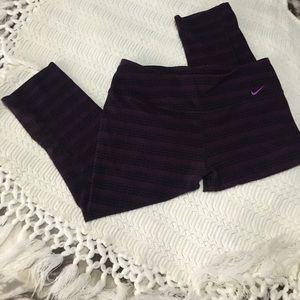 Nike Capri sweater print athletic pants !